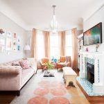 Интерьер комнаты в пастельных тонах в одной цветовой гамме