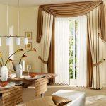 Бежево-коричневые шторы с ламбрекеном