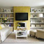 Электрокамин и телевизор в интерьере гостиной