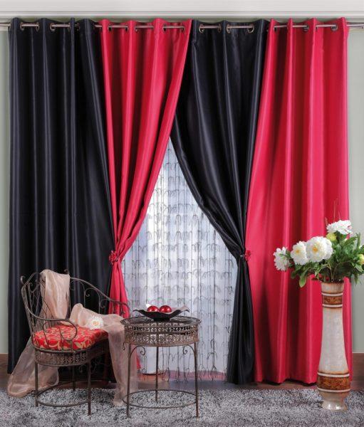 Яркие красно-черные шторы для гостиной