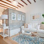 Белая гостиная спальня