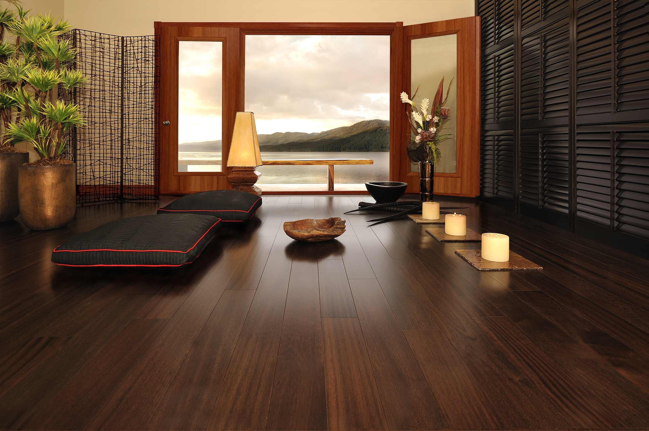 Интерьер с деревянными полами фото