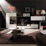 Светлая мебель на фоне темной стены